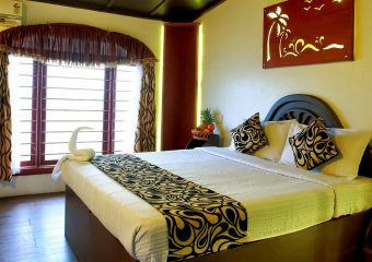 Bed room in Deluxe House Boat - Alleppy - Kerala - India