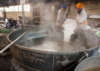 Biggest kitchen in world feeding thousands of people every day for free - Biggest Langar - Golden Temple - Harminder Sahib - Punjab - India