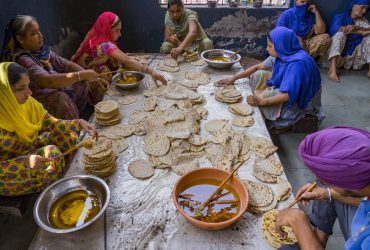 Hundreads of people do free service every day in Golden Temple - Kar Seva - free food - Langar - Punjab - North India